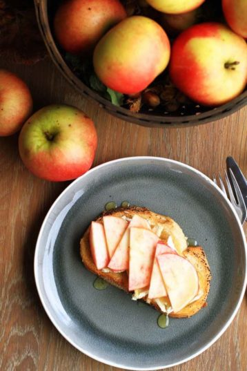 Apple Honey Brie Toast (Perfect for Brunch!)