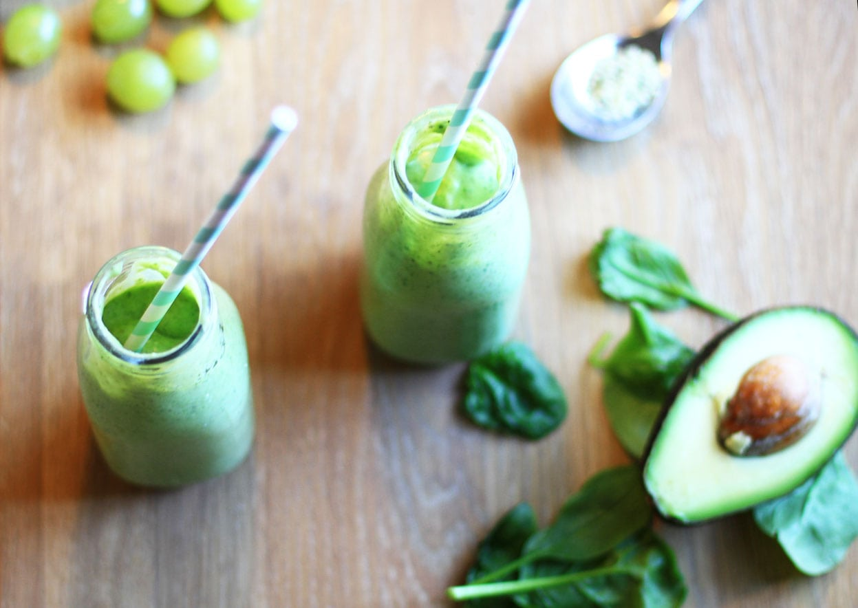 Energizing Greep Smoothie with Grape and Avocado