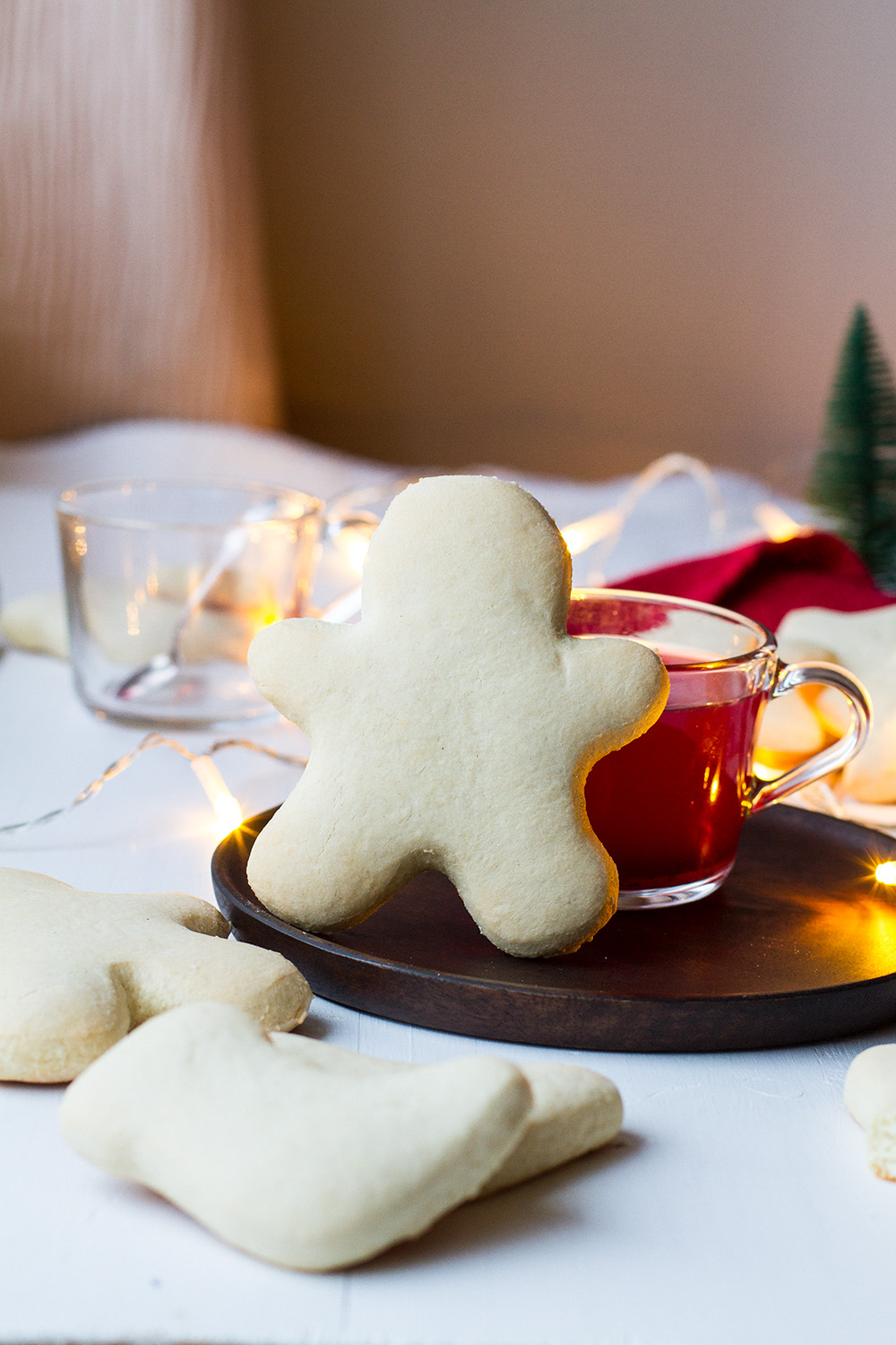Christmas Man cookie leaning on a glass of mulled wine.