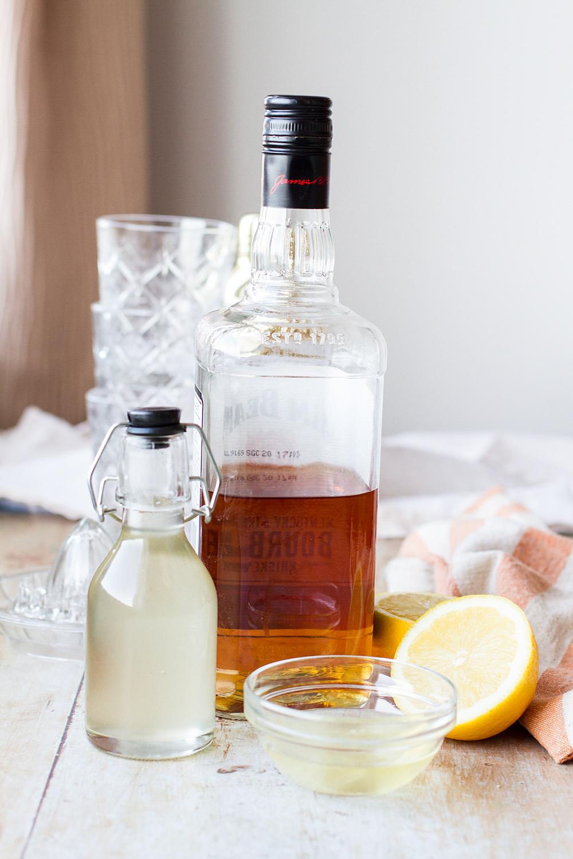 Ingredients to make whiskey sour.