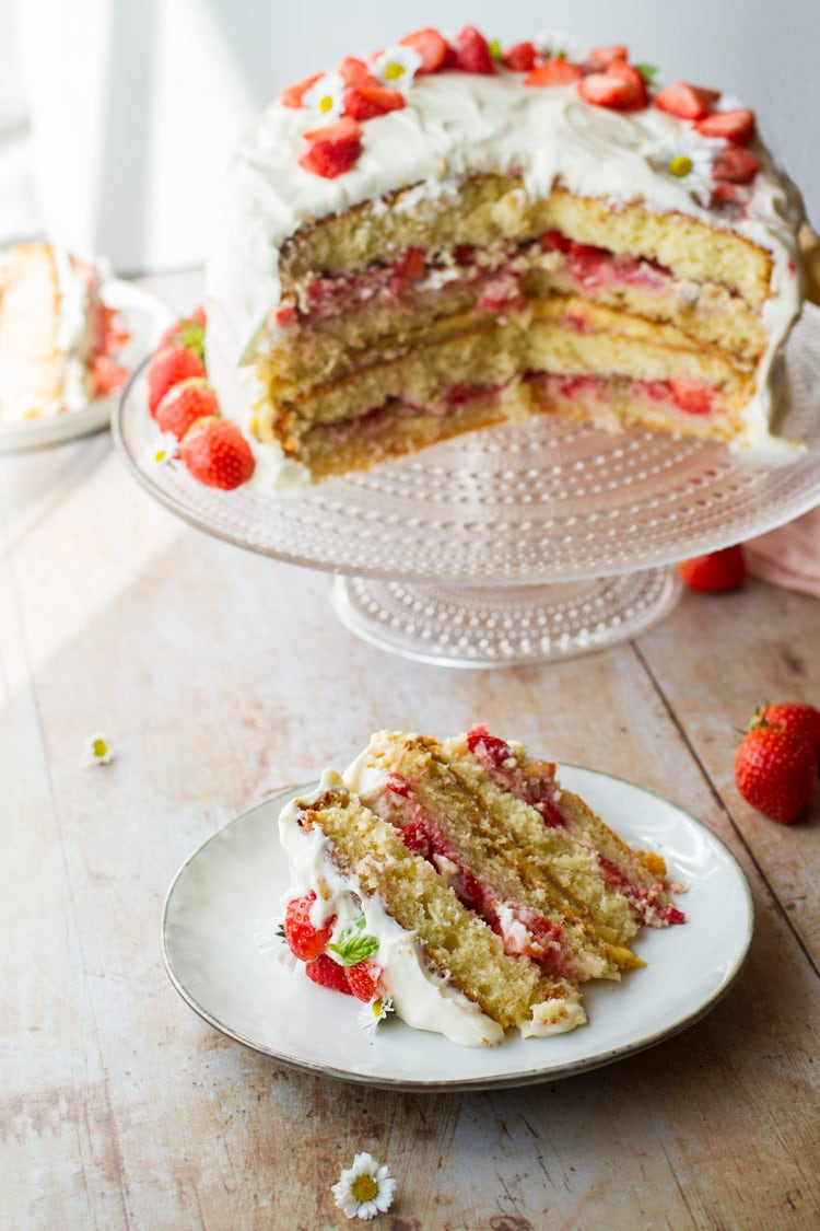 Fresh Strawberry Cake With Lemon Curd Ginger With Spice