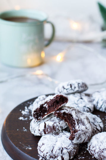 Fudgy Chocolate Crinkle Cookies (Brownie Cookies)