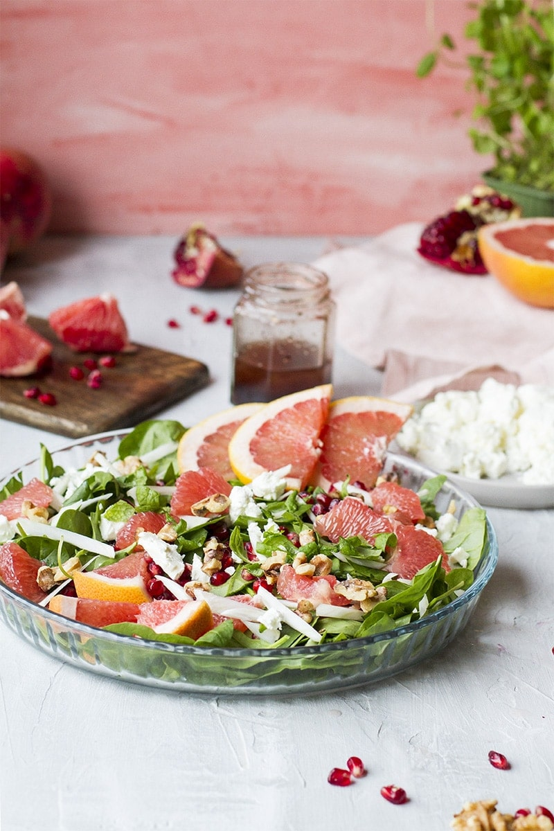 Grapefruit and fennel salad in a pie pan. Garnished with grapefruit slices.