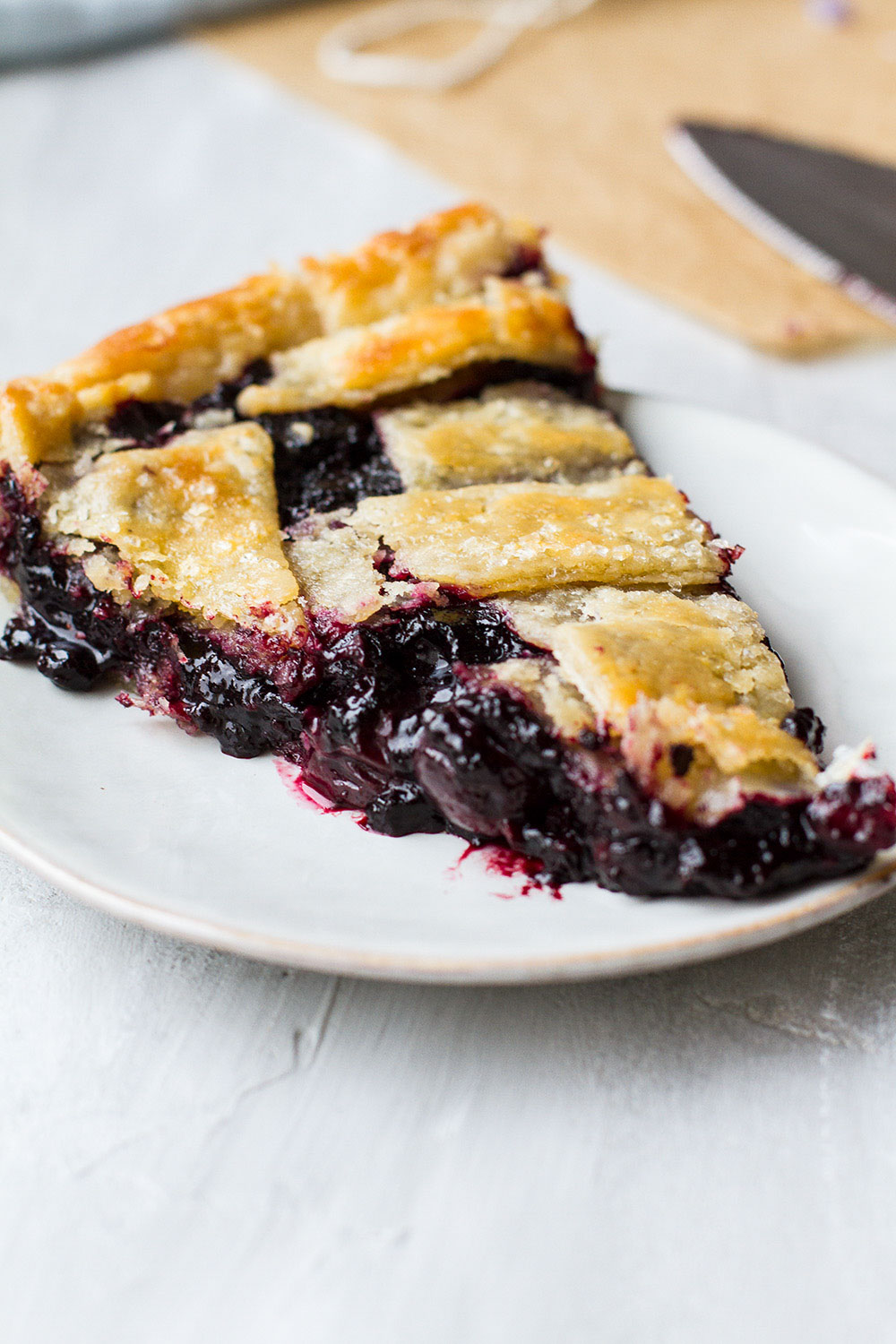 Slice of blueberry pie without runny filling.